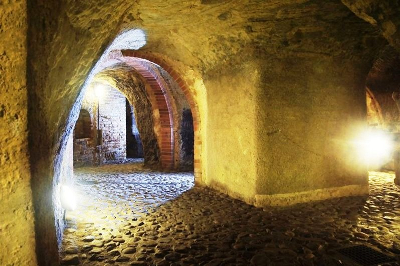 historical-underground-buitl-in-13th-century-safe-storage-of-food-and-beer-shelter-for-the-residents-of-pilsen-and-communication-route